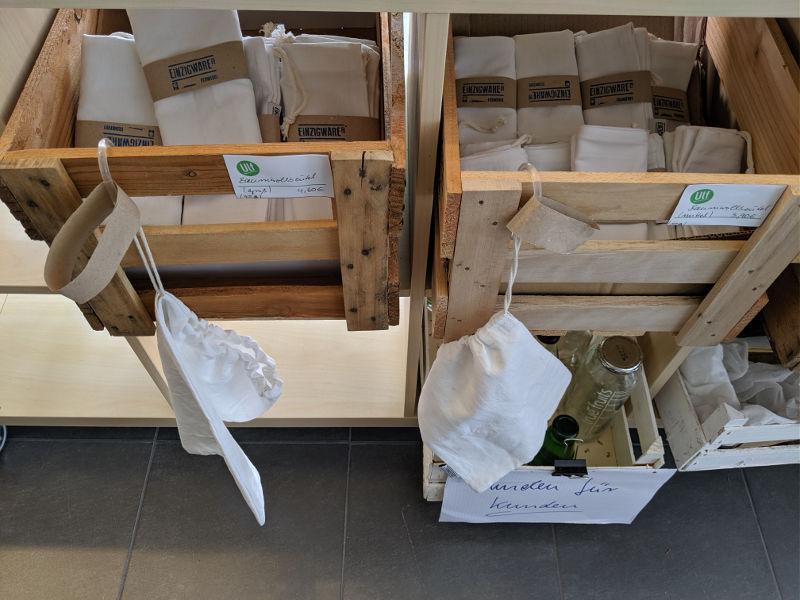Upcycling-Taschen und -beutel von Einzigware im Unverpackt Laden Frankfurt