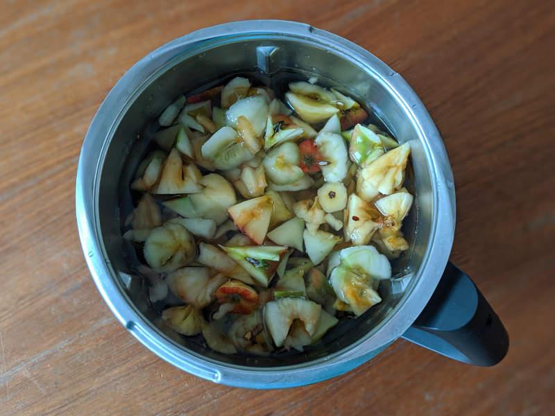 Apfelreste im Thermomix aufkochen