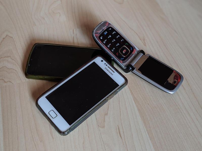 Alte Handys recyceln: Sammelstellen in Frankfurt