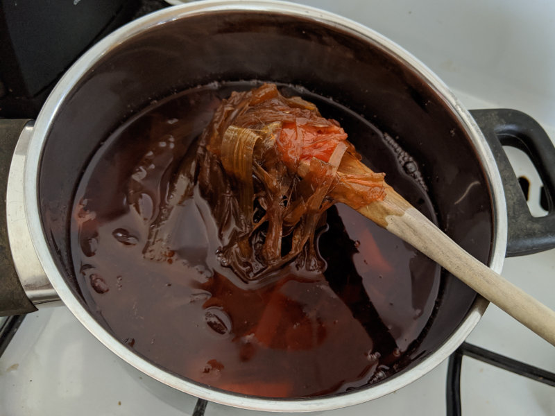 Rhabarberschalen kochen