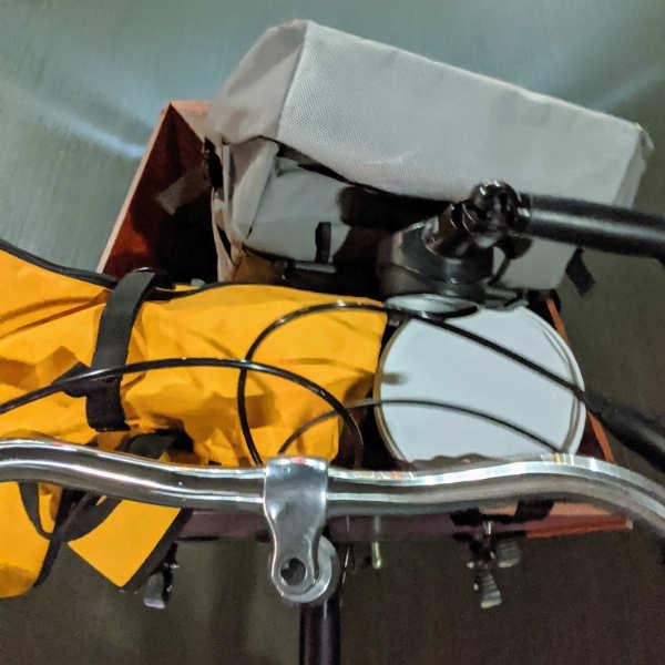 Bepacktes Lastenrad auf dem Weg zum Workshop