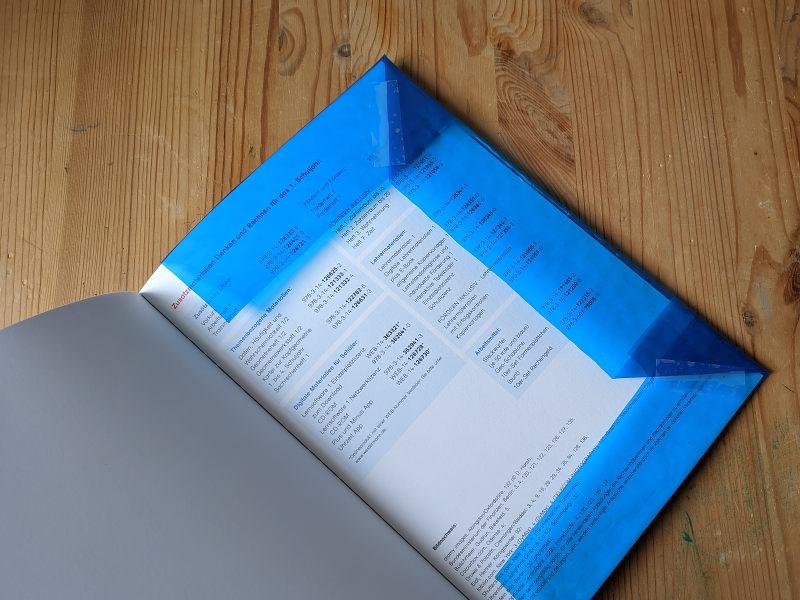 Bücher in benutzter Folie einbinden